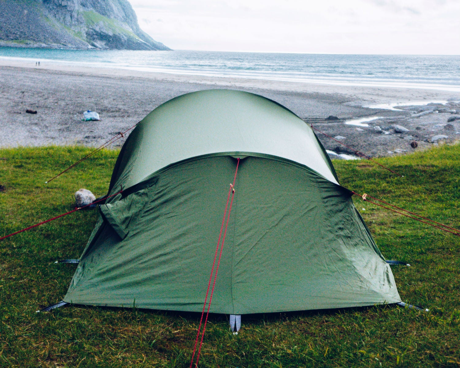 75b8a25bd3 Footprint (tent)   ˈfʊtˌprɪnt  The amount of ground your tent takes up. Can  also refer to the liner specifically made to go under a tent to help  mitigate ...