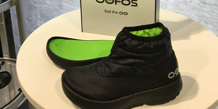 oofos lightweight winter boots