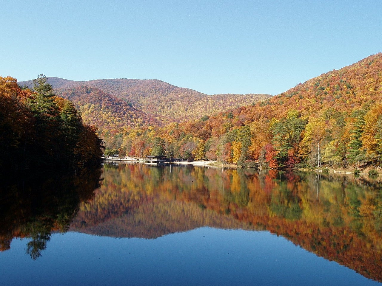 panoramic autumn view of vogel state park