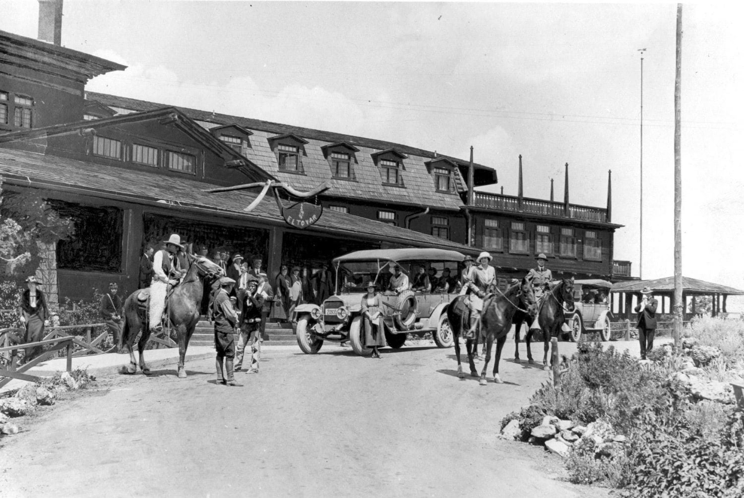 black and white image of people horse and cars in front of el tovar lodge in 1922