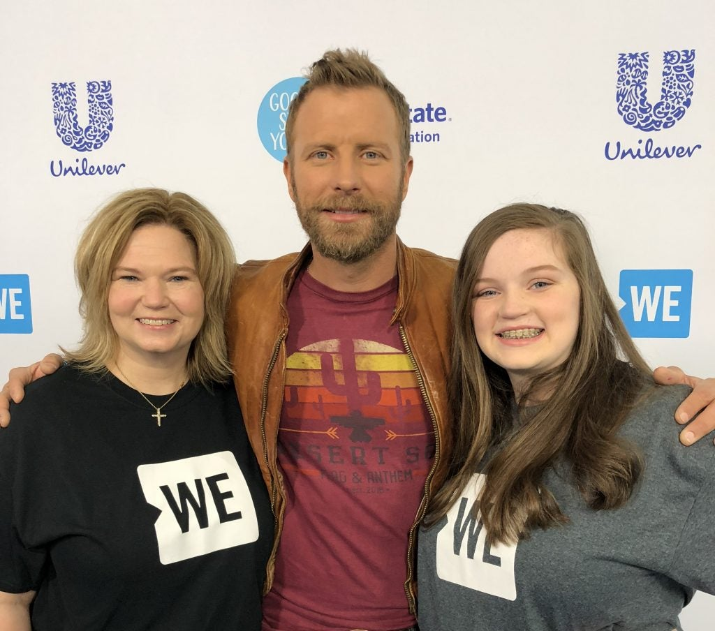 Jennifer of RōM and Sydnee pose with country music star Dierks Bentley after WE Day event.