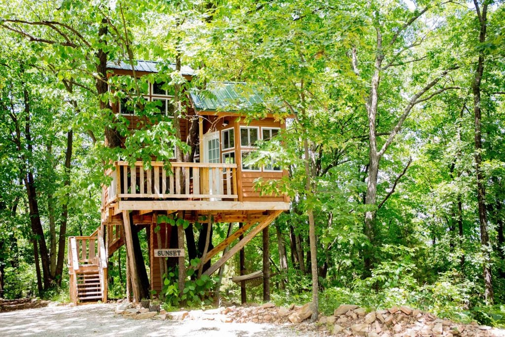 cottage tree house in hermann, mo