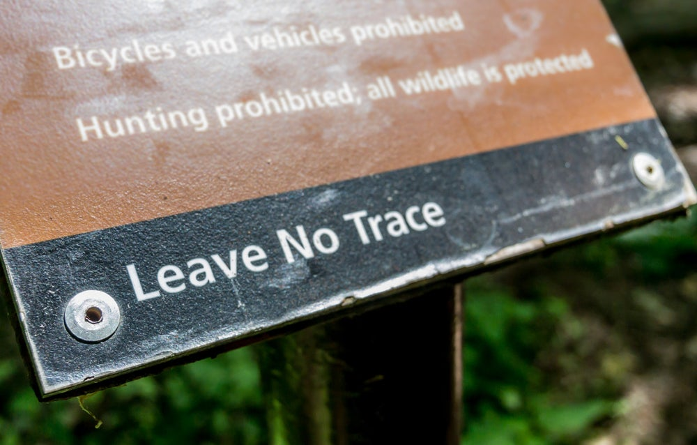 A sign depicting Leave No Trace principles