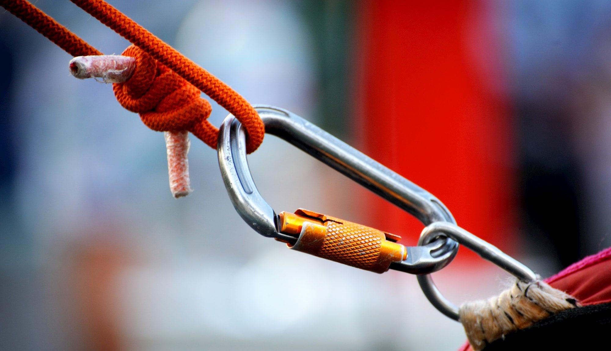 Locking carabiner between a rope and a metal loop.
