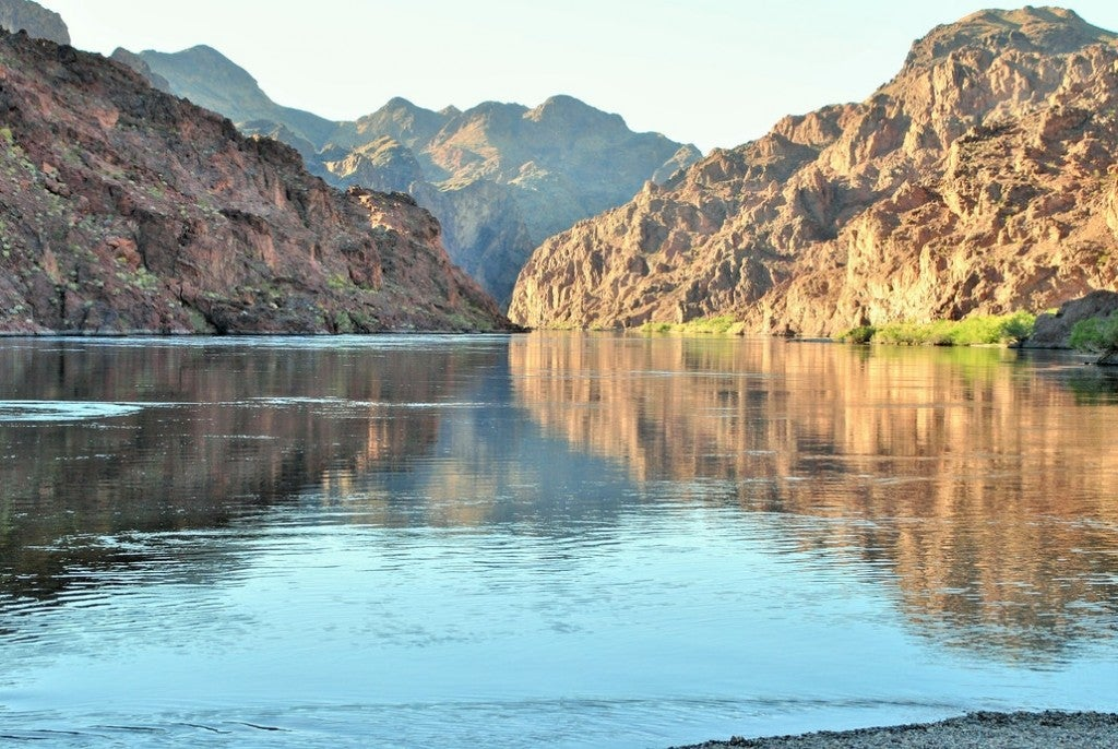 a view of lake mead from the river in arizona