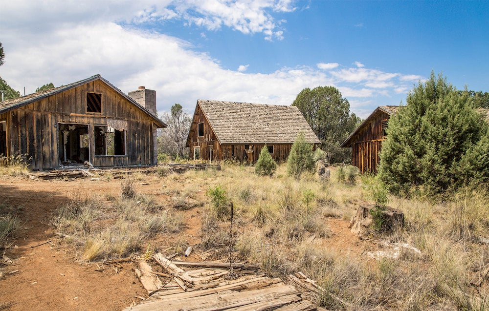 Old buildings in Seneca Lake, Arizona