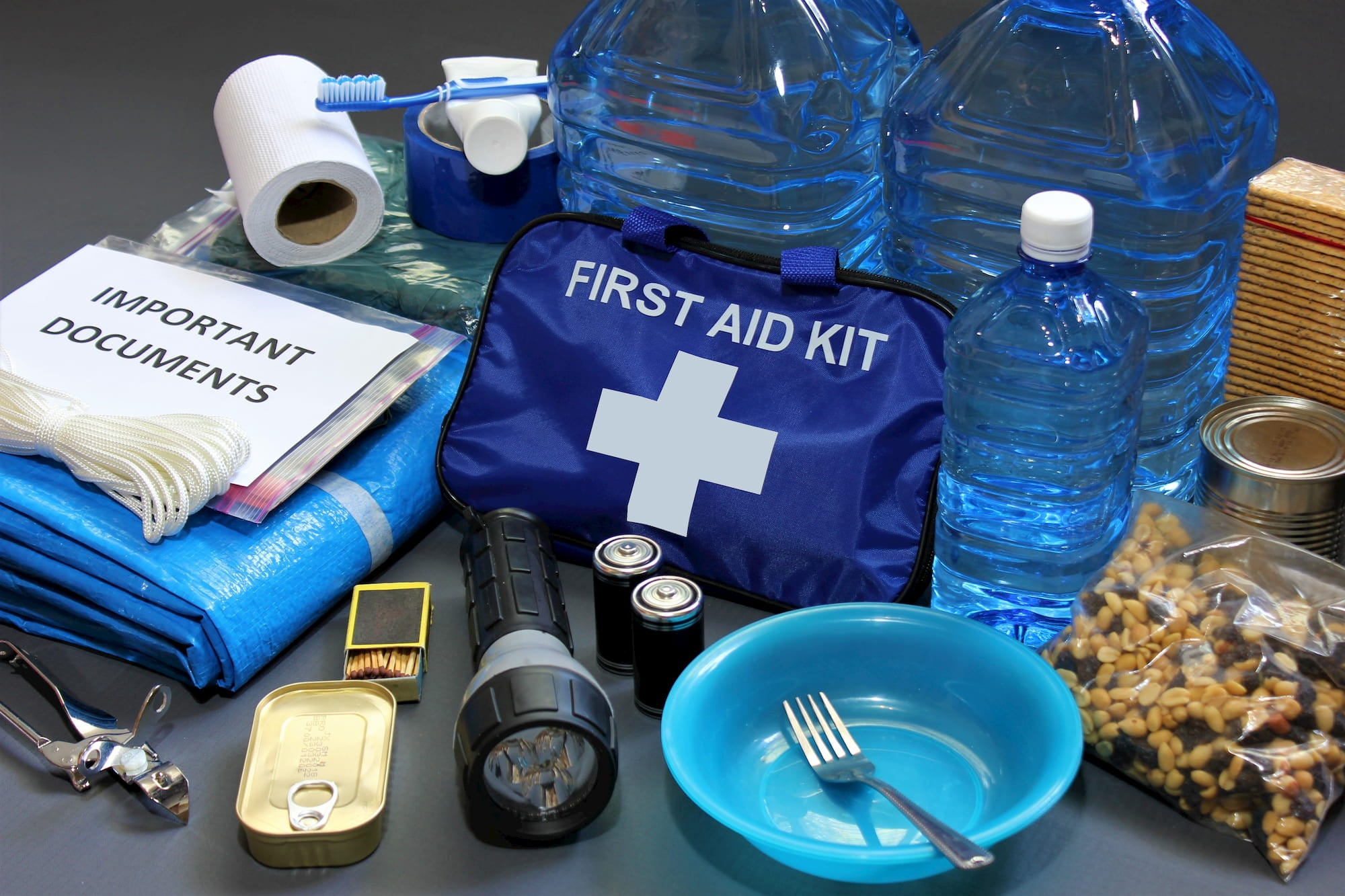 materials that go inside emergency bag