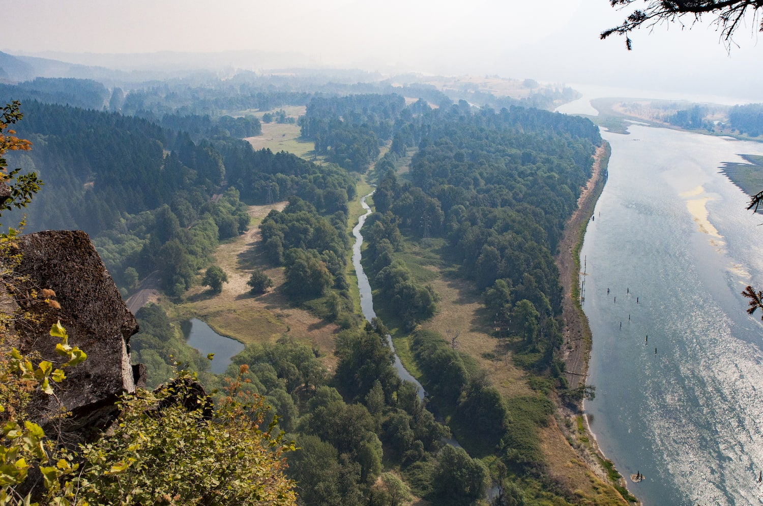 a view of the Columbia River from the top of Beacon Rock