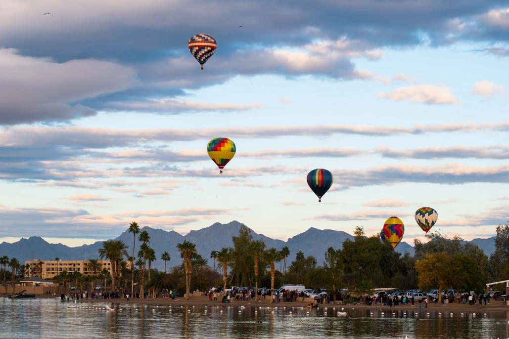 hot air balloons above lake havasu