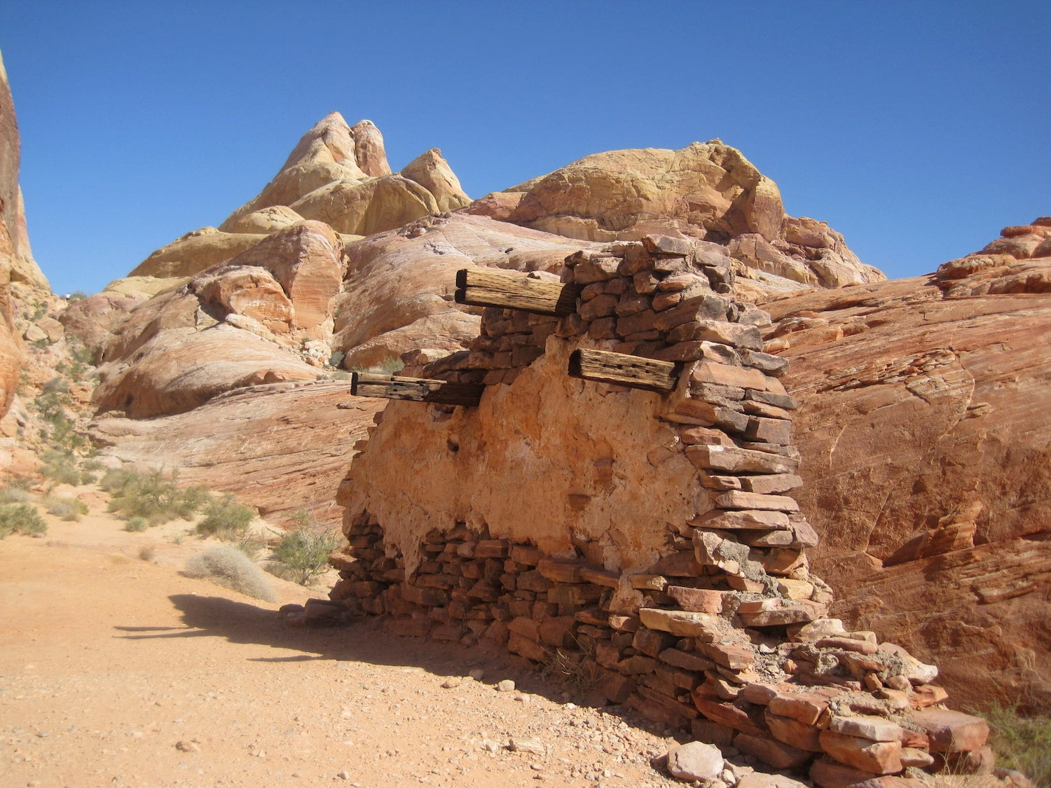 rubble from old building on white domes trail