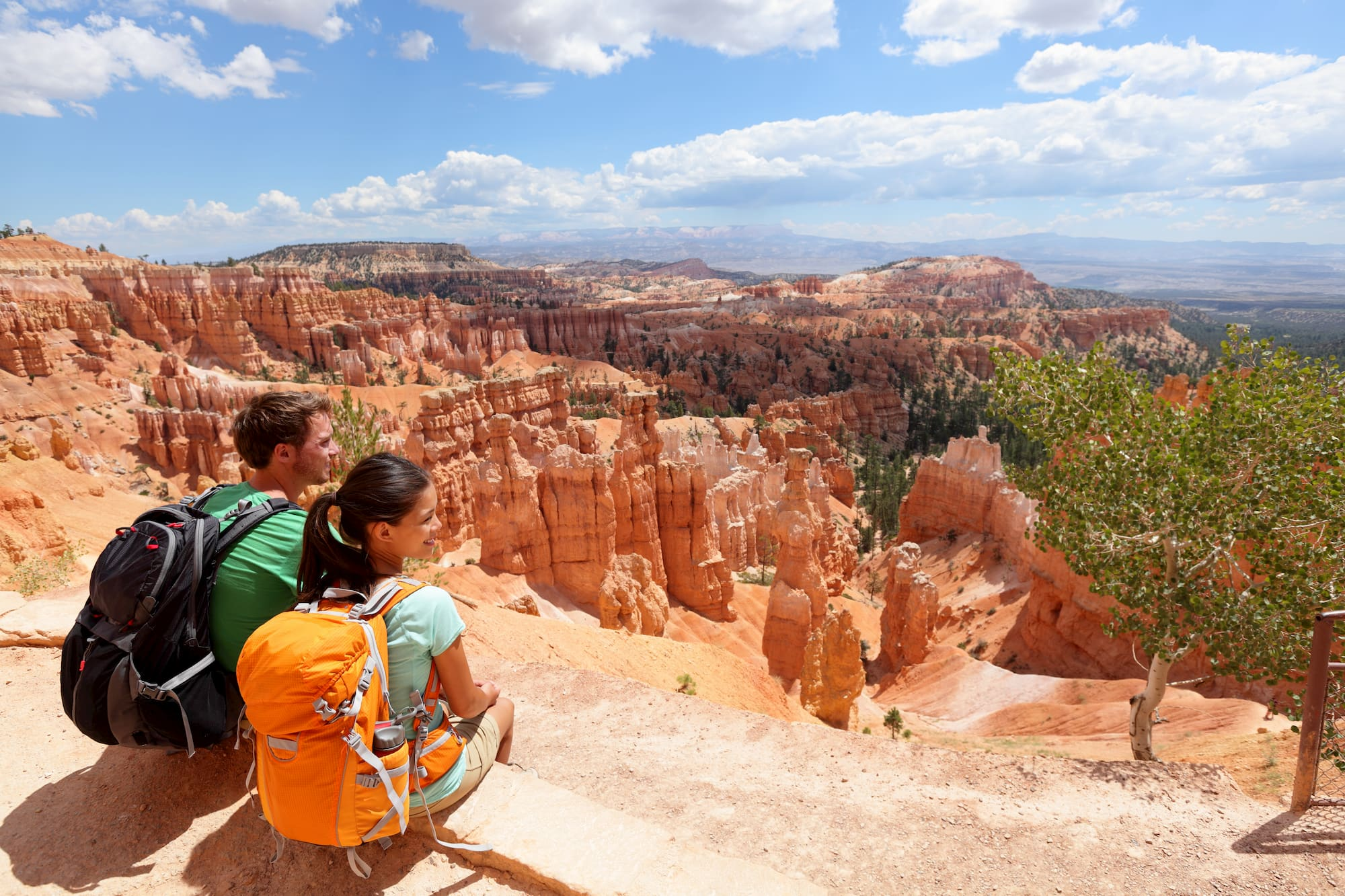 two hikers overlooking bryce canyon
