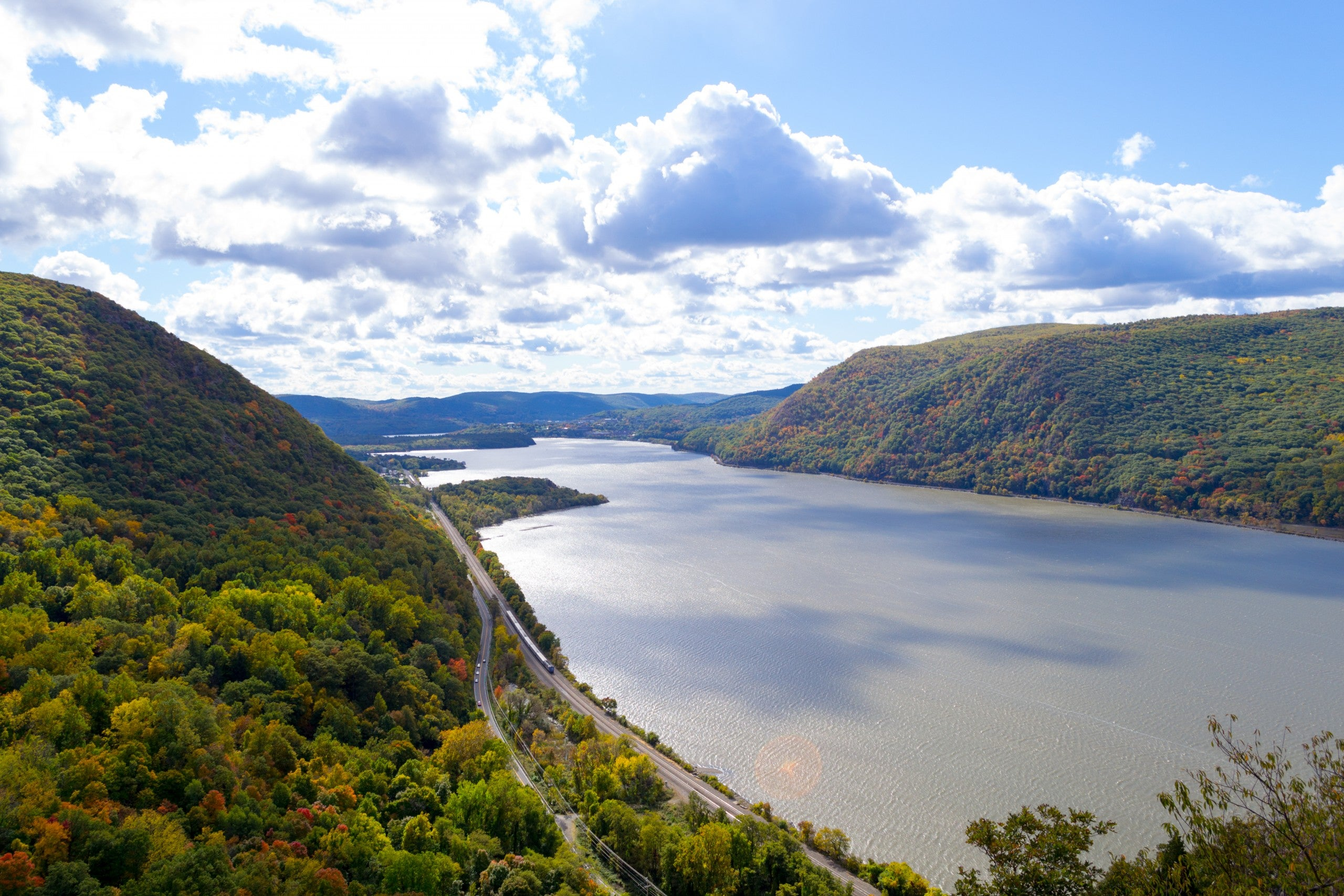 Viewpoint over a river at breakneck ridge.