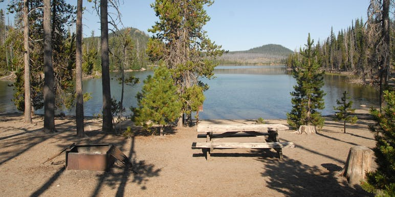 picnic table on the shores of elk lake