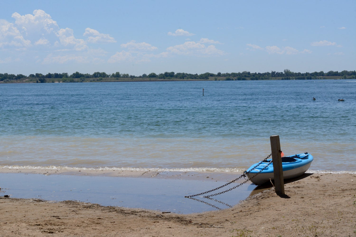 kayak tied to a pole at the edge of standley lake