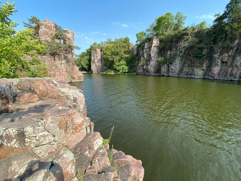water and rocks at palisades state park