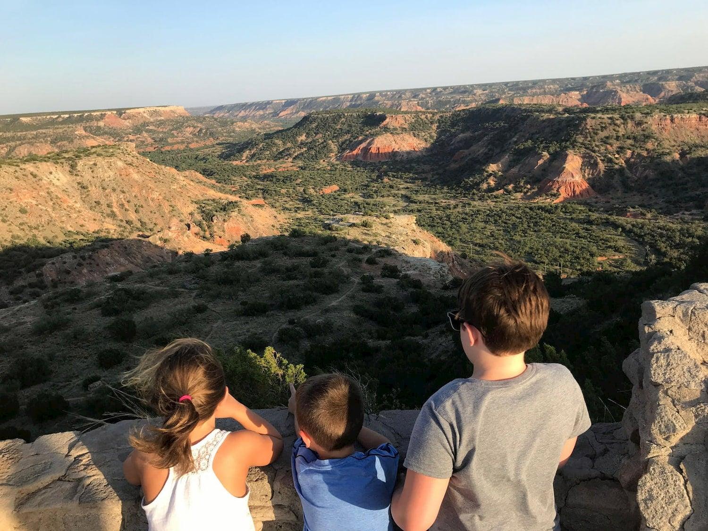 kids overlooking canyon