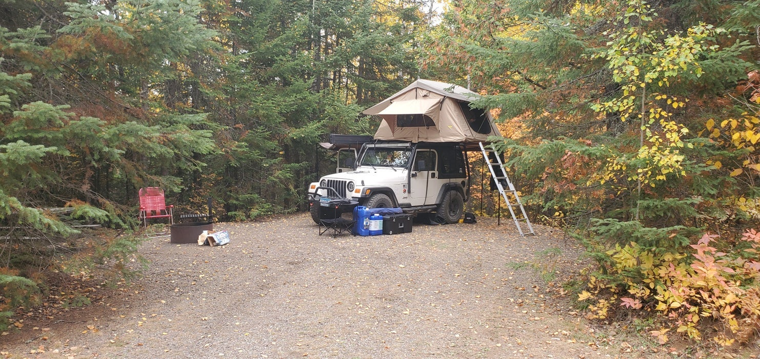 pop-up tent on a jeep in campsite