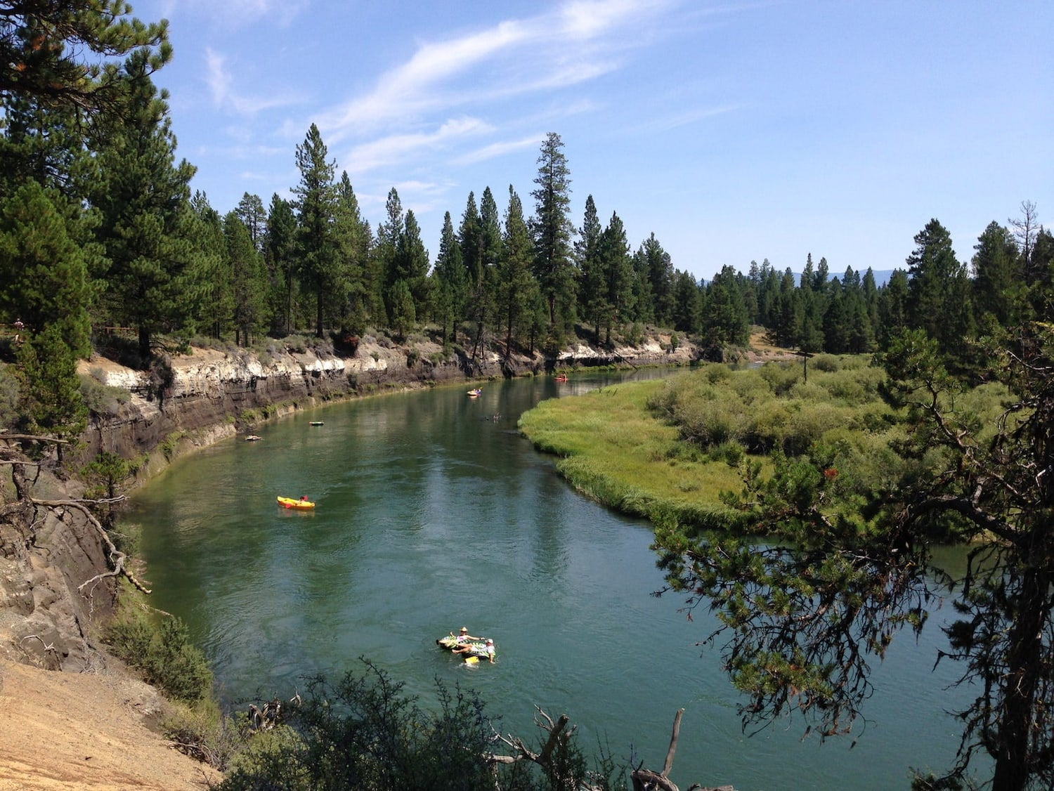 rafts on the deschutes river