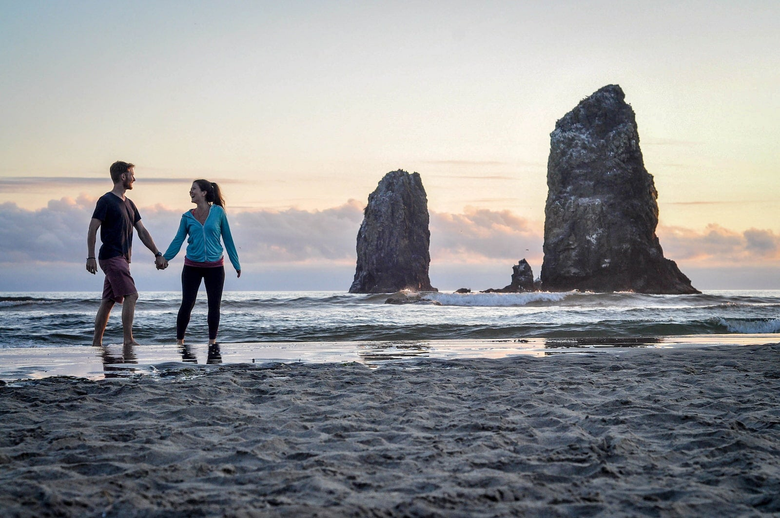Ben and KAtie of Two Wandering Soles at the Oregon Coast.